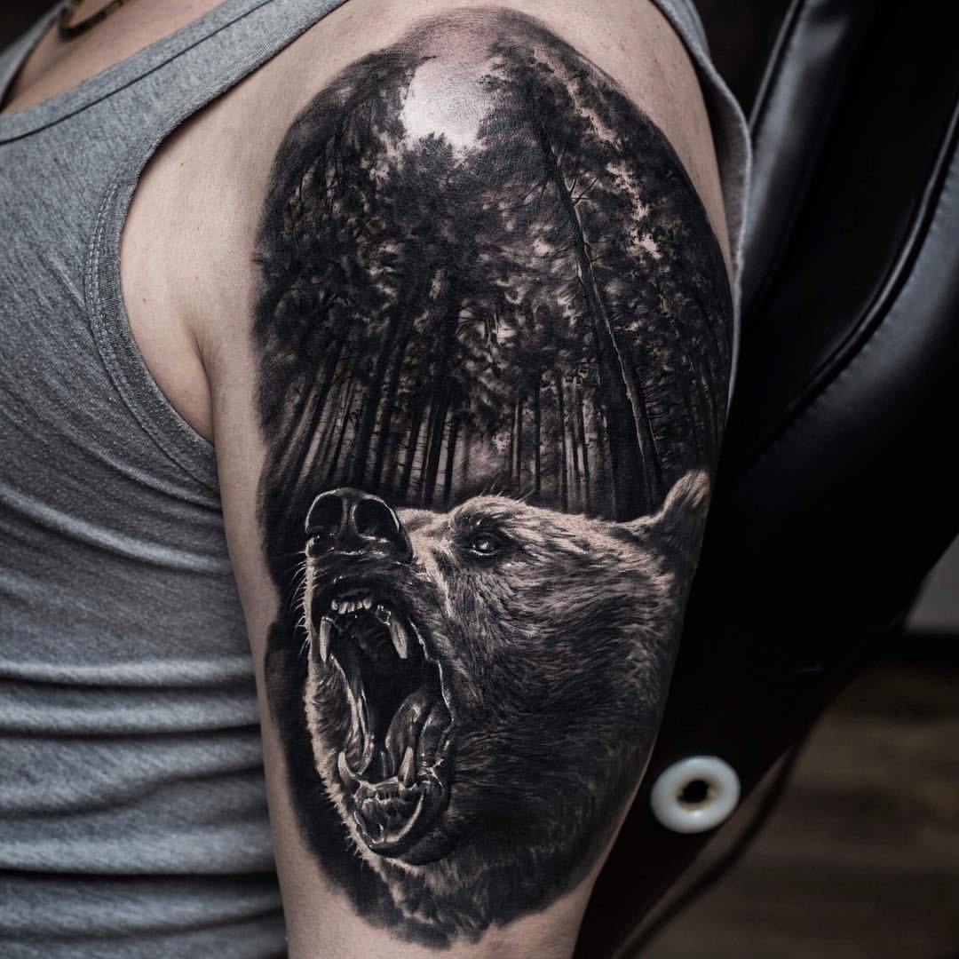 Тату на плечо гладиатор и медведь фото