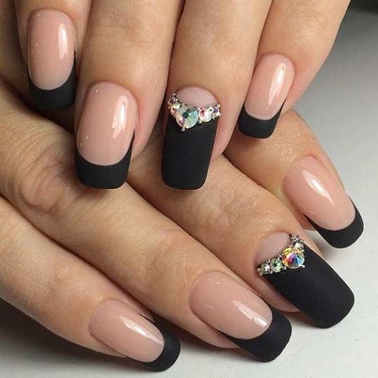 Маникюр розовый с камнями 68